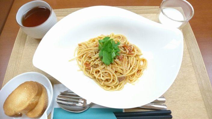 寺カフェの魚介のトマトソースパスタ