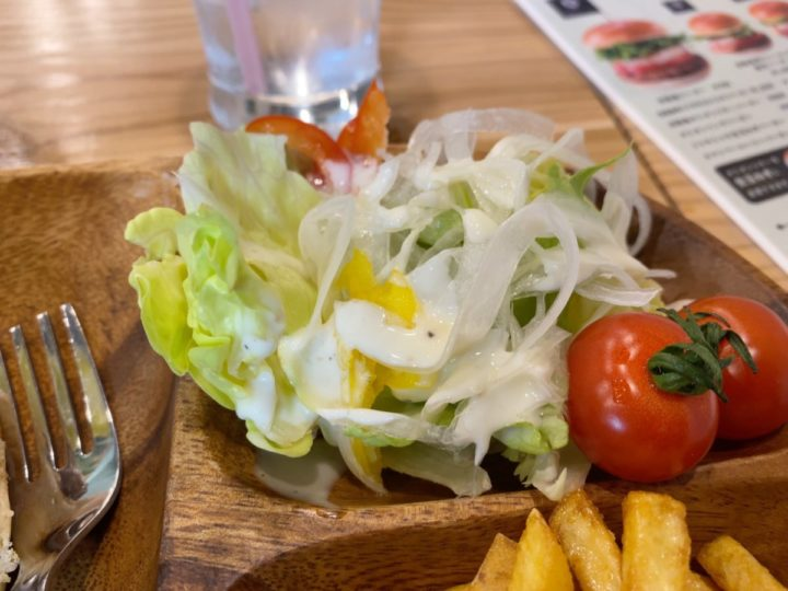 淡路島バーガーセットのサラダ