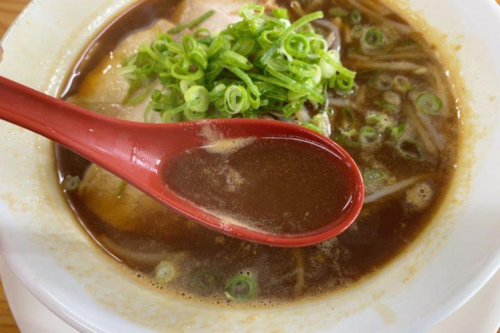 こく醤油ラーメンのスープ