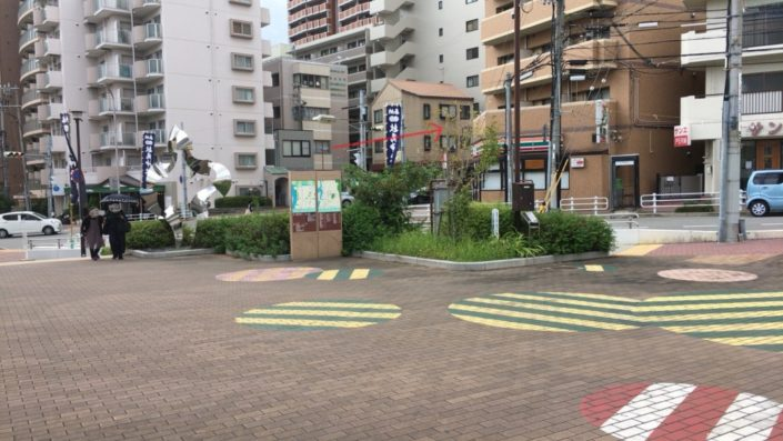 岩屋駅前の広場