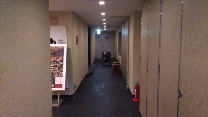 お店の前の廊下
