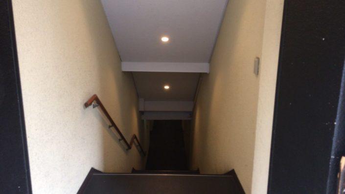 奥入り口の階段