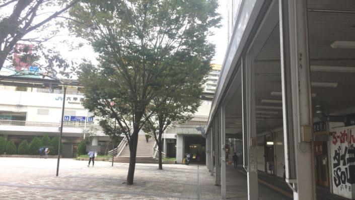 jr六甲道のロータリーを反対側から撮った写真