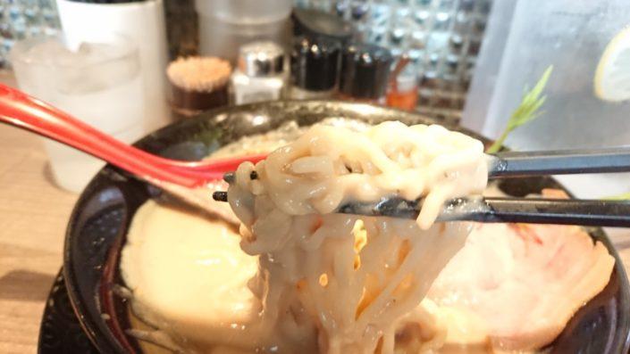 スーパー特濃の麺