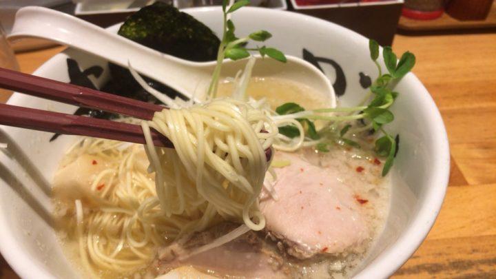 豚そばの麺