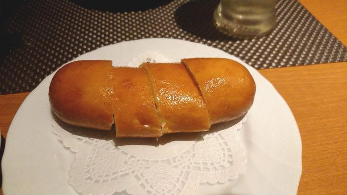よだれ鶏用の揚げパン