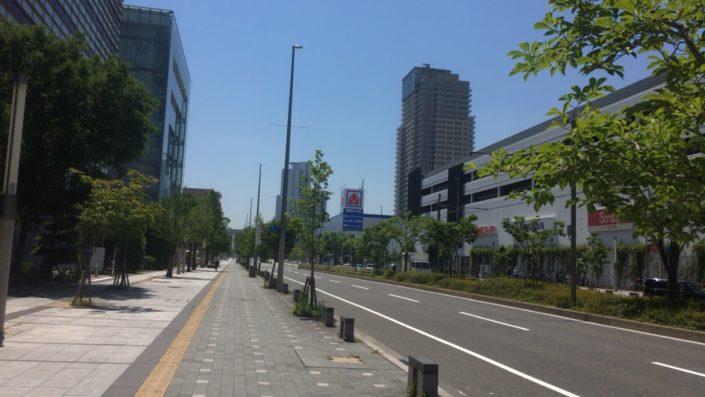 西側の道路
