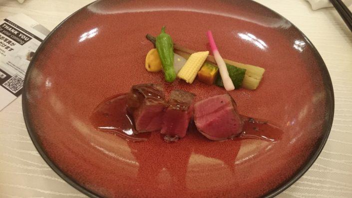 牛フィレ肉のステーキと翡翠茄子 有馬山椒風味のソース
