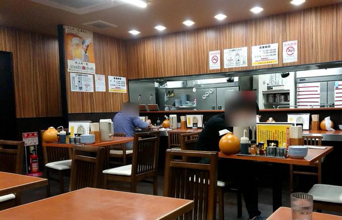 彩華ラーメンの店内の様子3