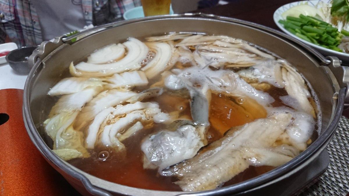 鱧すき鍋が煮立っている状態