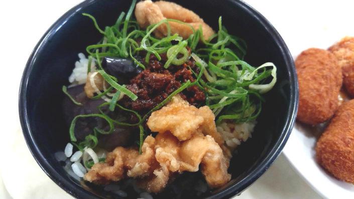 神戸大学国分食堂のなすソボロ丼