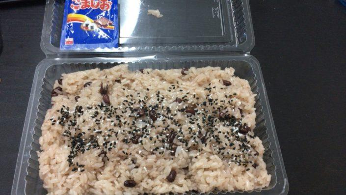 赤飯(ごま塩かけた後)