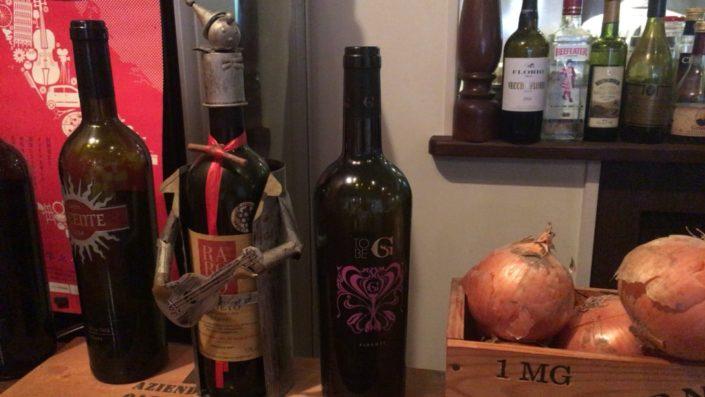 カウンターのワイン